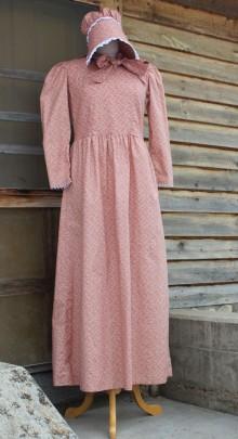 Prairie-dress-and-bonnet