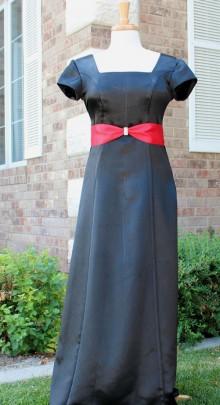 black-w-red-ribbon-dress